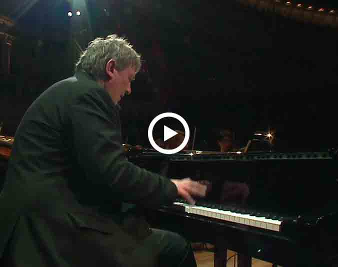 Boris-Berezovsky_Brahms-Piano-Concerto-N1-D-minor-Op15_vignette-video-extraits
