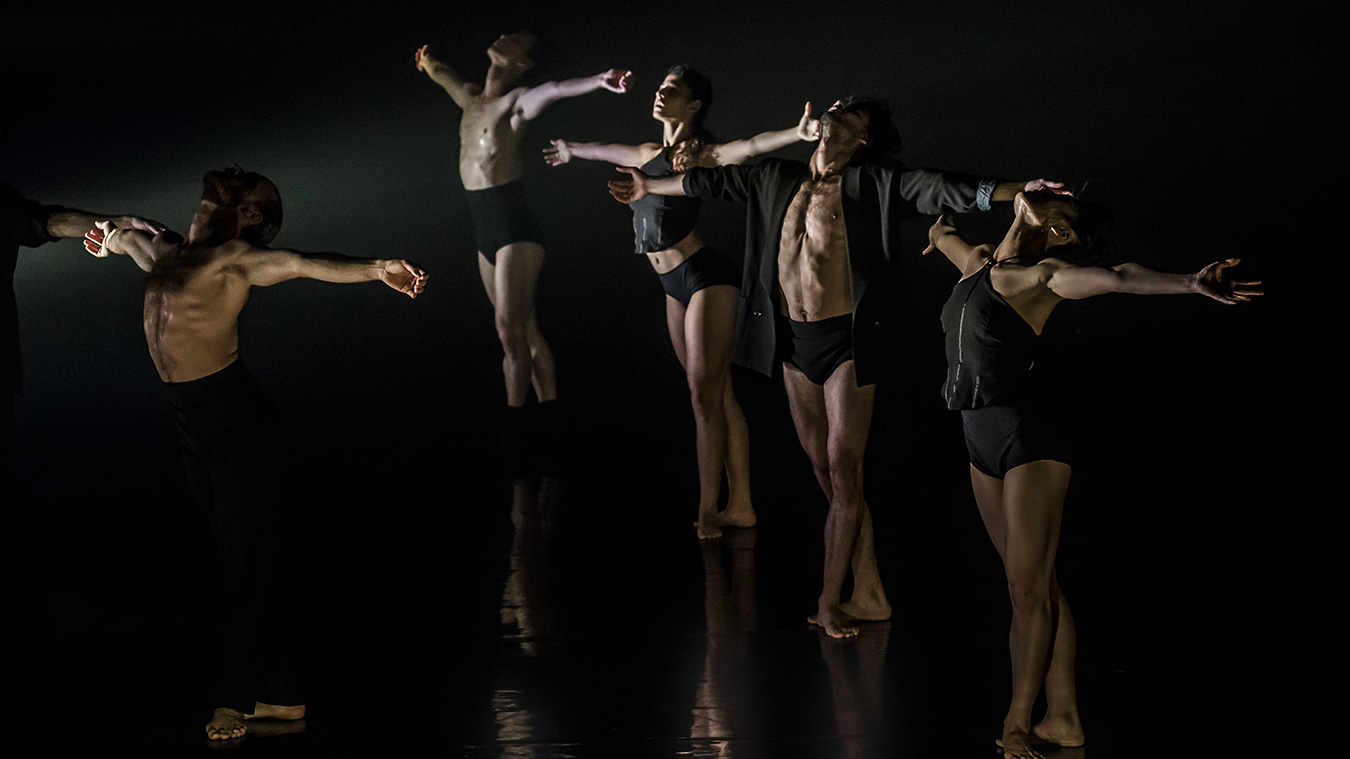 Kibbutz-cotemporary-Dance-Caompany_photo-Eyal-Hirsch_Full-image-complet11
