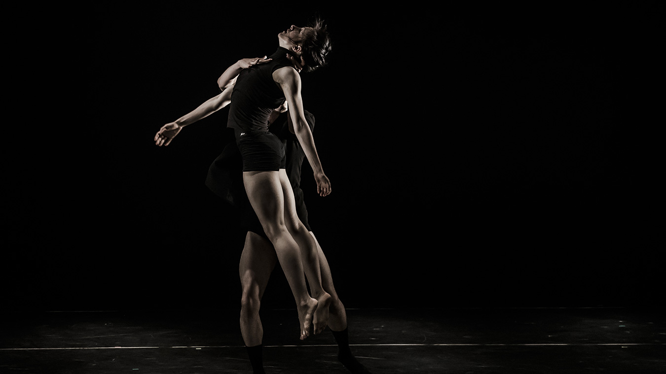 Kibbutz-cotemporary-Dance-Caompany_photo-Eyal-Hirsch_Full-image-complet5