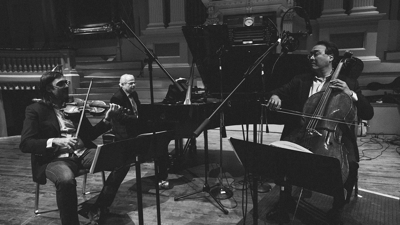 Trio-AX-KAVAKOS-YO-YO-MA-photo-Shane-McCauley-Full-image-complet-1